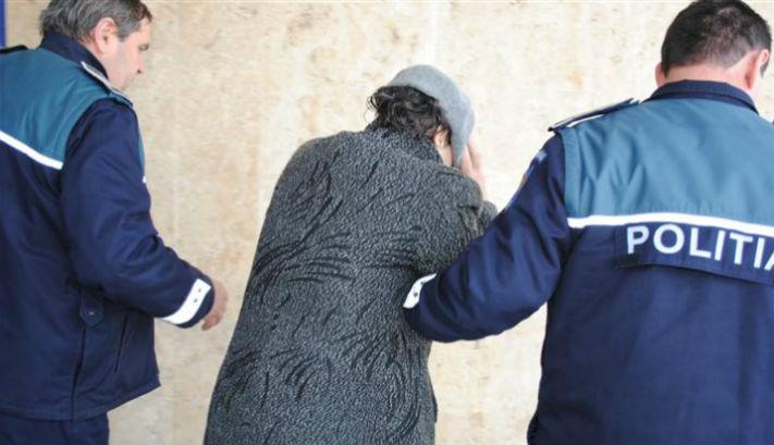 O angajata a unei societati din Sinaia a pacalit 12 persoane si a luat credite in numele lor