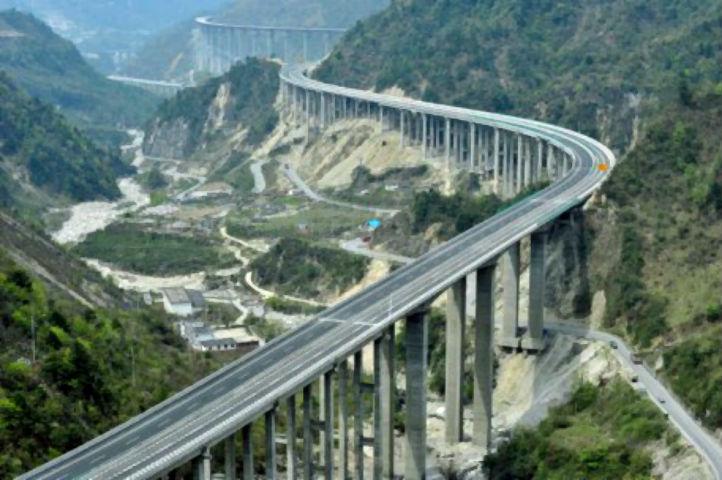 O firma care a proiectat drumuri inexistente va reface SF-ul de la autostrada Comarnic – Brasov?