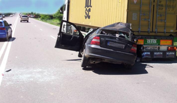 Brasov: Un sofer si-a abandonat victima decedata, care ii era prieten, pentru ca bause