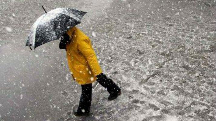 Avertizare meteo de ninsoare si vant in zona montana, pentru joi si vineri. In restul tarii se asteapta lapovita