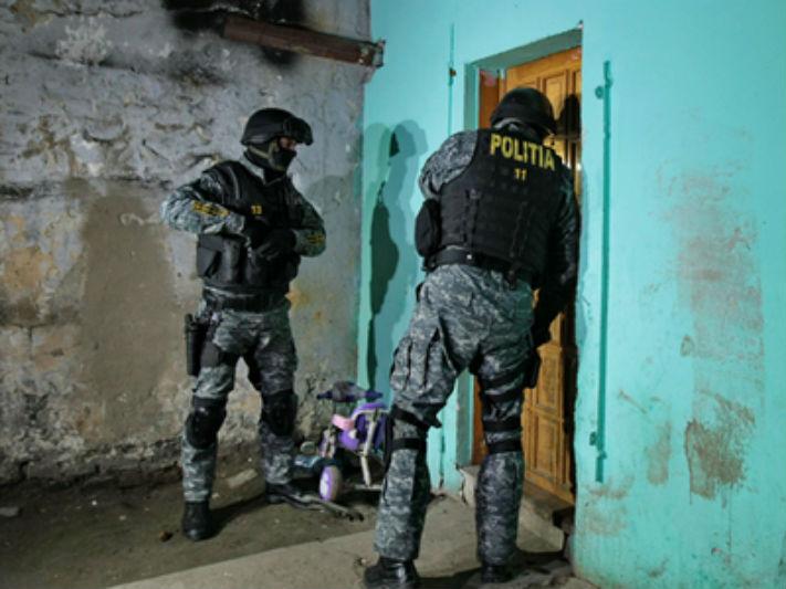 Prahova: Politistii au perchezitionat casele unor suspecti de furturi. Printre bunurile ridicate se afla si un animal