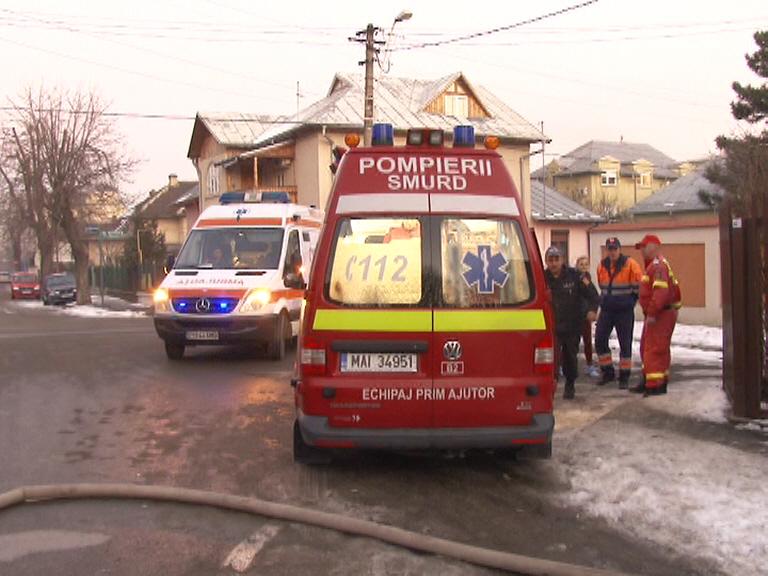 Incendiu in Ploiesti, la o casa pe strada Praga. Un barbat a suferit un atac de panica (FOTO)