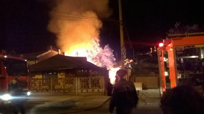 Un tanar din Ploiesti a salvat 2 familii, dandu-le trezirea. Un om totusi a murit in incendiu