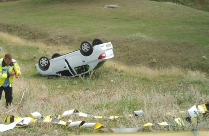 Patru persoane ranite la Posada, pe DN1. O masina s-a rasturnat