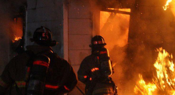 Incendiu violent la o fabrica de mase plastice, cu sediul pe raza comunei Paulesti