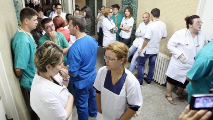 Salariile de baza ale medicilor si profesorilor cresc de astazi. In unele cazuri, se dubleaza !