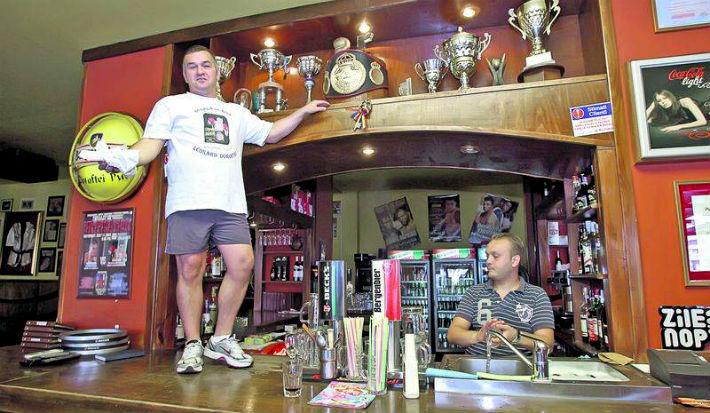 Leonard Doroftei se intoarce la pub-ul din Ploiesti si lasa FRB