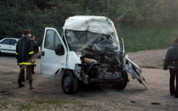 Accident grav la Barcanesti, cu un microbuz implicat. A murit un om si alti trei au fost raniti
