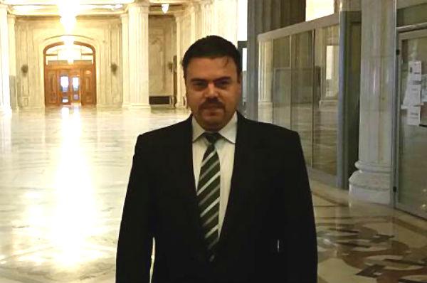 Un avocat isi anunta demisia din filiala Prahova a mini-partidului lui Geoana