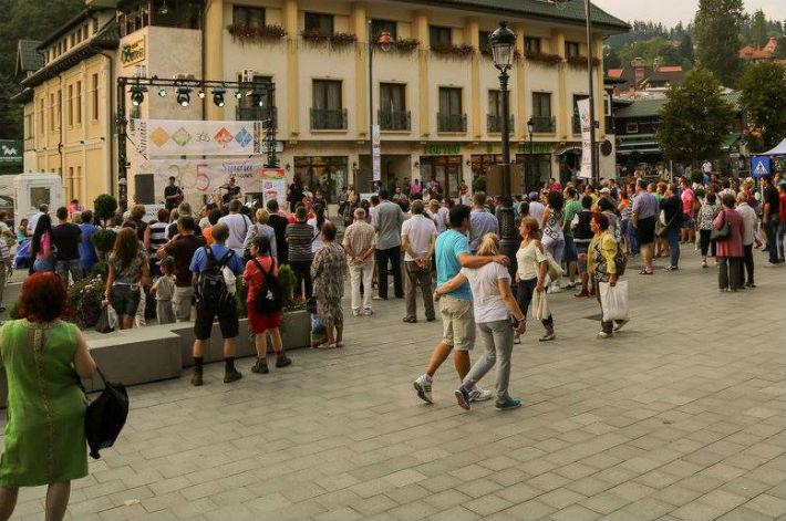 Institutul National de Statistica anunta o crestere cu 35% a numarului de turisti romani si straini, cazati la Sinaia, in 2015!