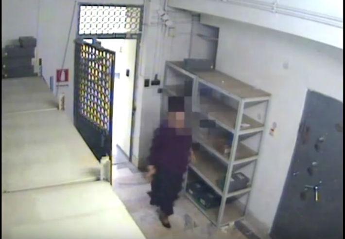 Cinci ani de inchisoare cu executare pentru angajata BCR Ploiesti care a dat foc camerei de tezaur