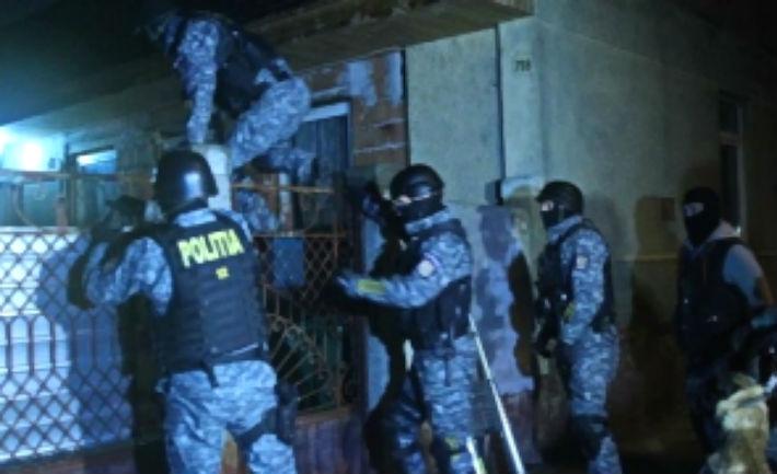 Prahova: Perchezitii ale politiei la Baicoi, la persoane suspectate de furt de produse petroliere