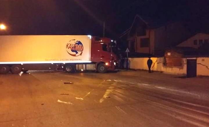 Vezi ce spun politistii despre accidentul din Baicoi, dintre un TIR si un autobuz de la fabrica Michelin