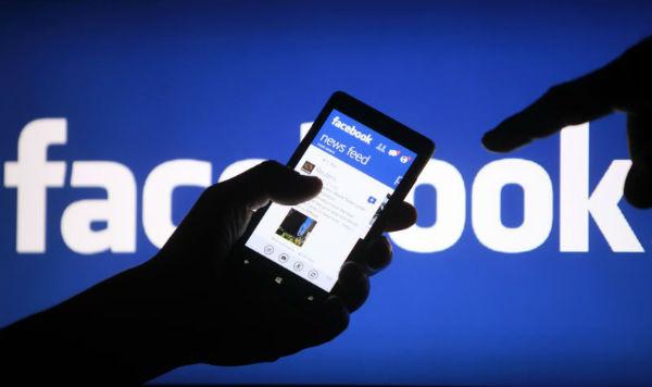 Facebook ar putea introduce avertismente privind continutul fals, in incercarea de a combate dezinformarea