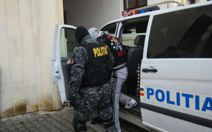 Prahova: Perchezitii la indivizi acuzati de proxenetism