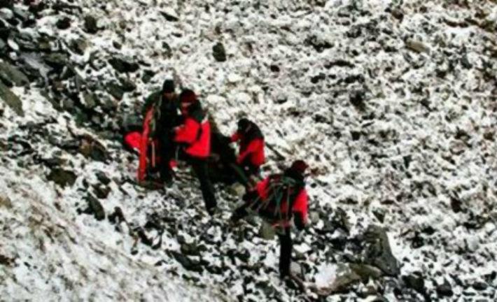 Patru turisti si-au riscat viata aiurea, in Masivul Bucegi, ramanand blocati pe Valea Morarului