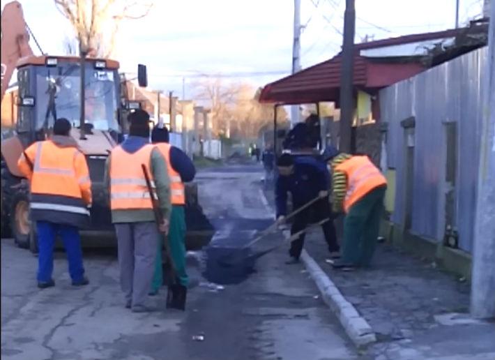 O noua sesizare din Ploiesti: Uite cum asfalteaza Delta ACM o strada unde a lucrat Apa Nova! (VIDEO)