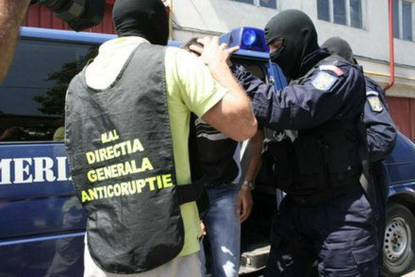 Perchezitii Directia Generala Anticoruptie, la agenti de politie suspectati de luare de mita