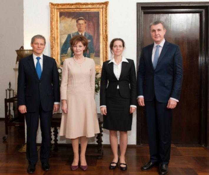 Sinaia: Premierul Ciolos si sotia, vicepremierul Dancu si sotia, invitatii de onoare ai Casei Regale
