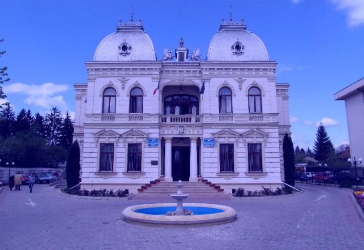 Afla de ce, pe 2 aprilie, cladirea Primariei Campina va fi iluminata in nuanta de albastru