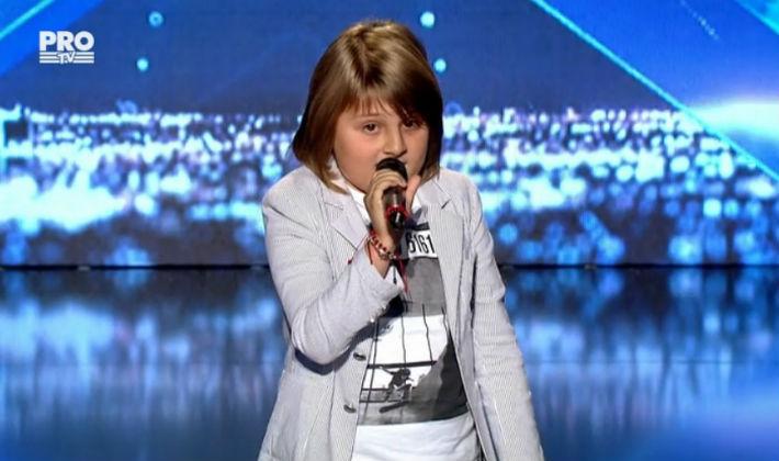 """Un copil talentat din Ploiesti i-a lasat muti pe membrii juriului de la """"Romanii au Talent"""" (VIDEO)"""