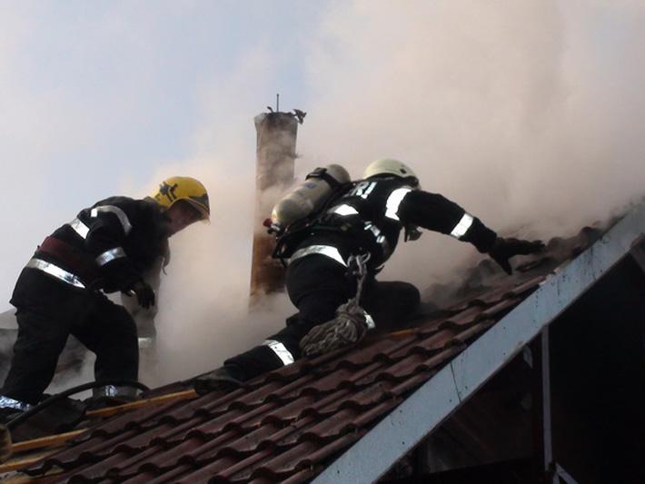 Incendiu cu victima in Campina. Pompierii au intervenit de urgenta
