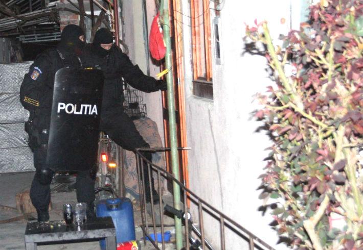 Prahova: Perchezitii in trei localitati, la persoane suspectate de furturi din societati comerciale