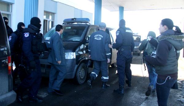 15 politisti din lotul vamesilor acuzati de coruptie au fost condamnati la inchisoare cu executare