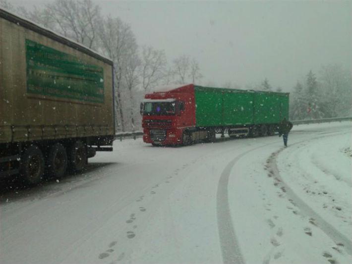 Prahova: Circulatie in conditii de iarna pe toate drumurile care trec prin zone montane. Filtru rutier pe DN1 ! (UPDATE)