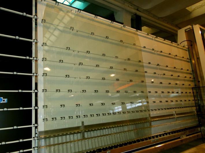 Magazinul Gucci din Milano va avea un geam de prezentare fabricat in Prahova, la Valenii de Munte
