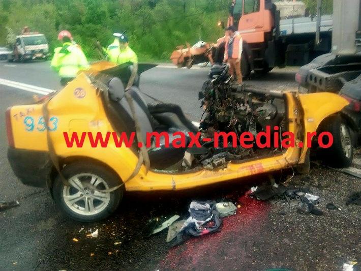 Accident infiorator pe DN1, la Nistoresti. Doua persoane au decedat dupa ce un TIR a lovit un taxi (FOTO)