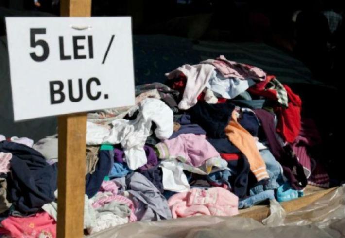 O tona de imbracaminte second-hand a fost confiscata de politistii din Valenii de Munte