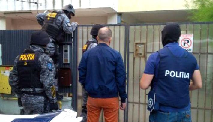Perchezitii ale politistilor din Valenii de Munte. Afla pe cine au deranjat de dimineata