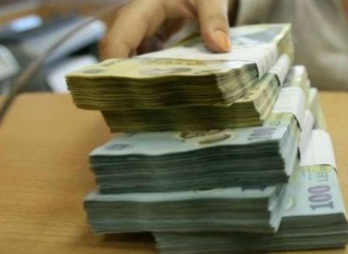 Opt ploiesteni au pacalit mai multe banci, obtinand credite in valoare totala de peste 95.000 lei