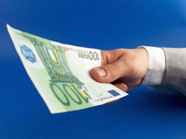 Un administrator de societate a incercat sa scape de o amenda in valoare de 10.000 de lei cu o mita de… 100 euro