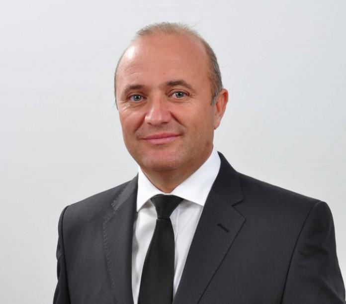 Prim-vicepresedintele PNL Prahova contesta asfaltarile comandate, in prag de iarna, de Consiliul Judetean (VIDEO)