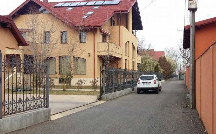 politia langa casa lui Sebastian Ghita