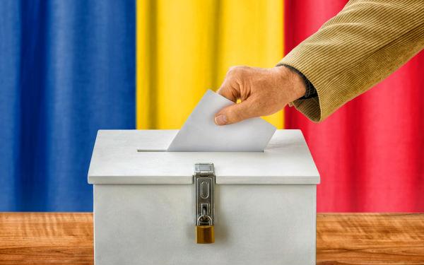 Mi-e scarba de politica, dar nu si de Romania. De aceea ma duc la vot
