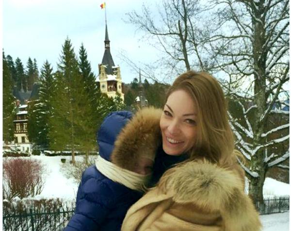 Valentina Pelinel se relaxeaza in Prahova, la munte, alaturi de fiul ei si al lui Cristian Borcea