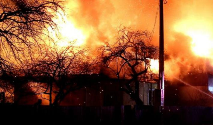 casa-incendiu-acoperis