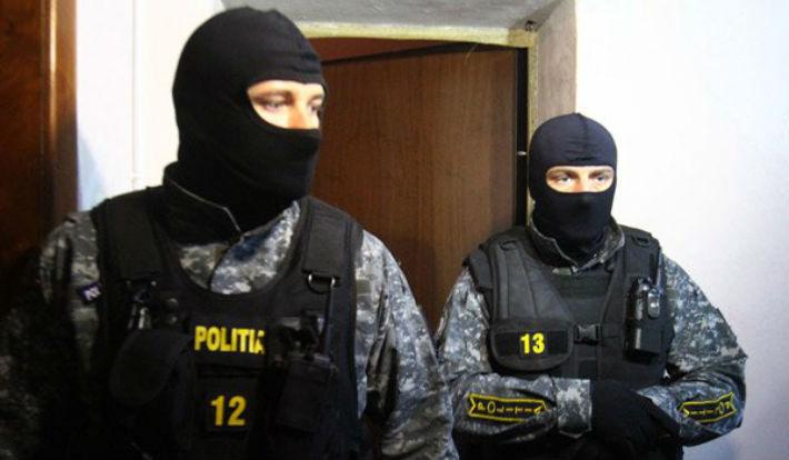 DIICOT Ploiesti: Au pacalit o editura, cu peste un milion de euro, prezentandu-se ca politisti si inspectori scolari (VIDEO)