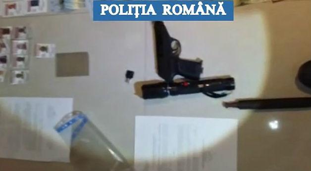 Perchezitii ale Politiei din Titu, la un individ acuzat de amenintare, detinere ilegala de arma si evaziune (VIDEO)