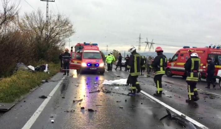 Accident teribil langa Brasov, intre un autoturism si un autocar cu turisti din Canada