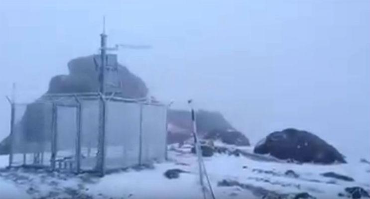 Deja ninge la mare altitudine in Muntii Bucegi. Vezi imagini de la Cabana Omu (VIDEO)