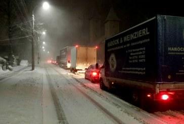 In nordul judetului Prahova se circula in continuare greu, din cauza zapezii si viscolului