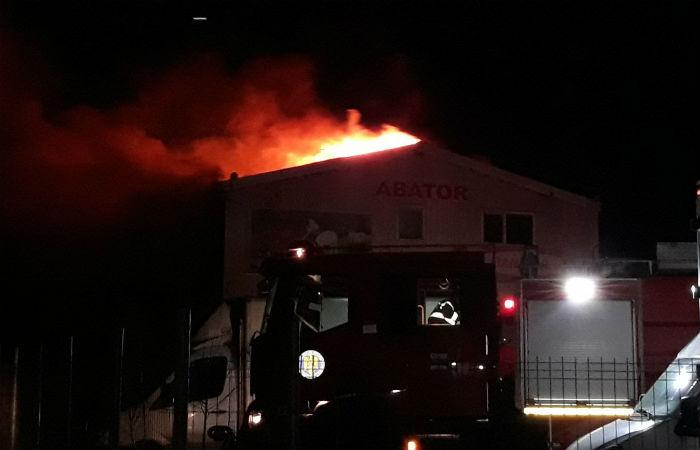incendiu abator Prahova 2
