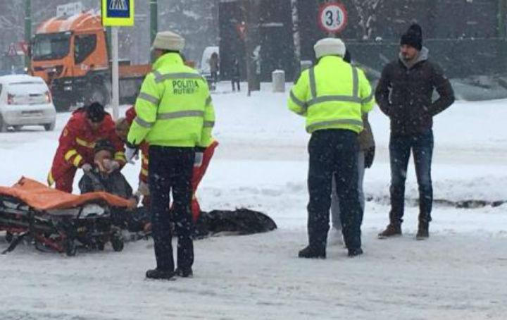 Prahova: Accident grav pe raza comunei Ciorani, dupa ce un autoturism care a derapat a lovit o mama cu copil