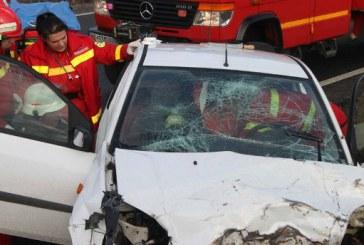 Accident grav la km 6, iesirea din Ploiesti spre Brasov. Doua masini s-au lovit pe DN1
