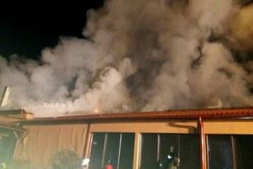 Turistii cazati la o vila din Busteni au fost evacuati in graba. Din subsol iesea fum!