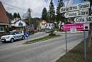 Sinaia: Autoritatile schimba placutele indicatoare si pun noi numere la case